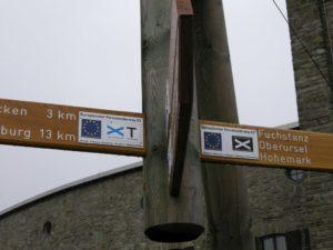 Routepaal op de E1 door de Taunus