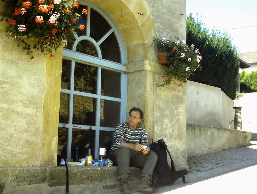 GR5 door Noord-Frankrijk: Lunchpauze bij een wasplaats in Fèves