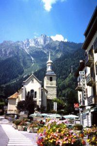 Blik op de Sommet du Brévent vanuit Chamonix